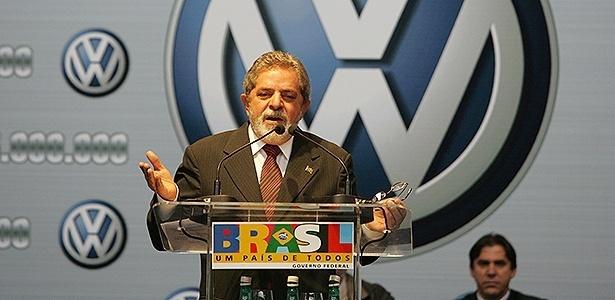 o presidente luiz inacio lula da silva participa da cerimonia em comemoracao a producao de 15 milhoes da marca volkswagen no brasil e se reune com a comissao de trabalhadores da fabrica e com a diretoria 1409928121900 615x300 - Tríplex, sítio e venda de MP: entenda os casos em que Lula é investigado