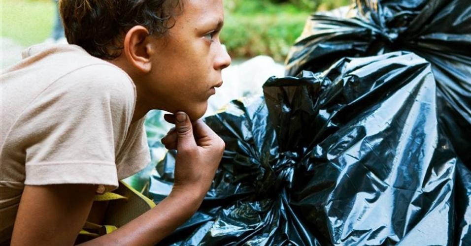 """Cena de """"Trash: A Esperança Vem do Lixo"""", de Stephen Daldry"""
