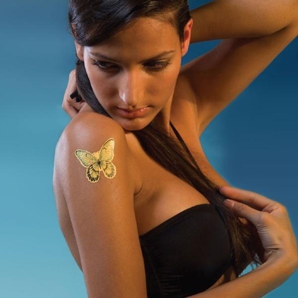 A empresa suíça DeLafée vende tatuagens temporárias feitas de ouro de 24 quilates. Cada tatuagem de borboletas custa R$ 470
