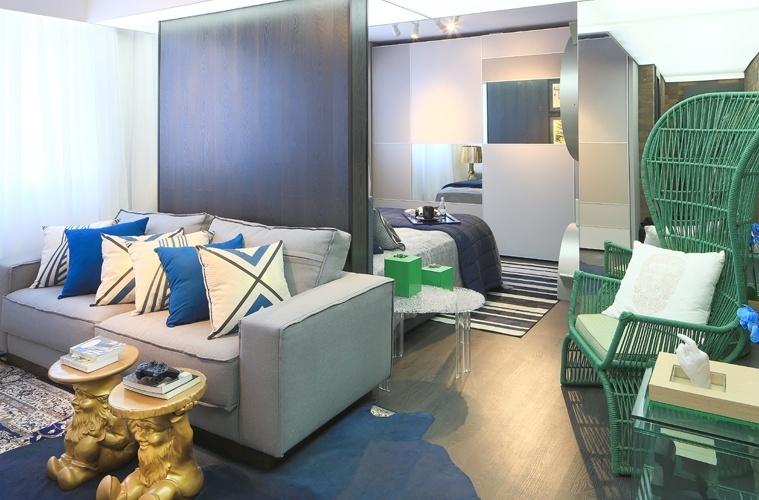 Pela primeira vez na mostra, as arquitetas Graciele Argenta e Ligia Drula desenvolveram o Mini Loft, com 38 m² e inspiração nos espaços nova-iorquinos. Com uma escala para o mobiliário maior que a padrão, a poltrona Monalisa (à dir.), da designer Cíntia Gomes, se destaca diante da decoração