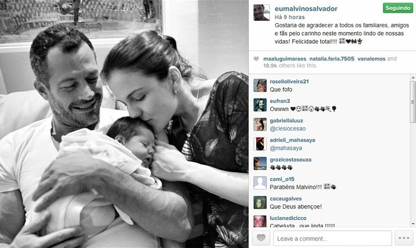 11.set.2014 - Malvino Salvador mostra pela primeira vez o rosto de Ayra, sua filha com Kyra Gracie.