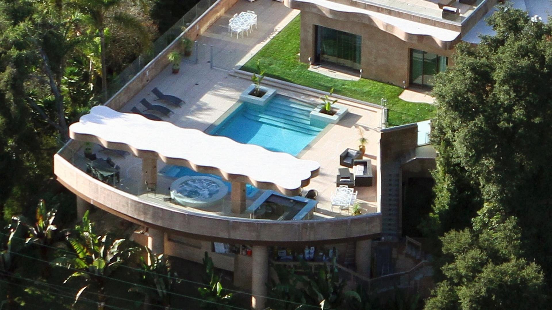 Piscina da mansão de Rihanna em Los Angeles