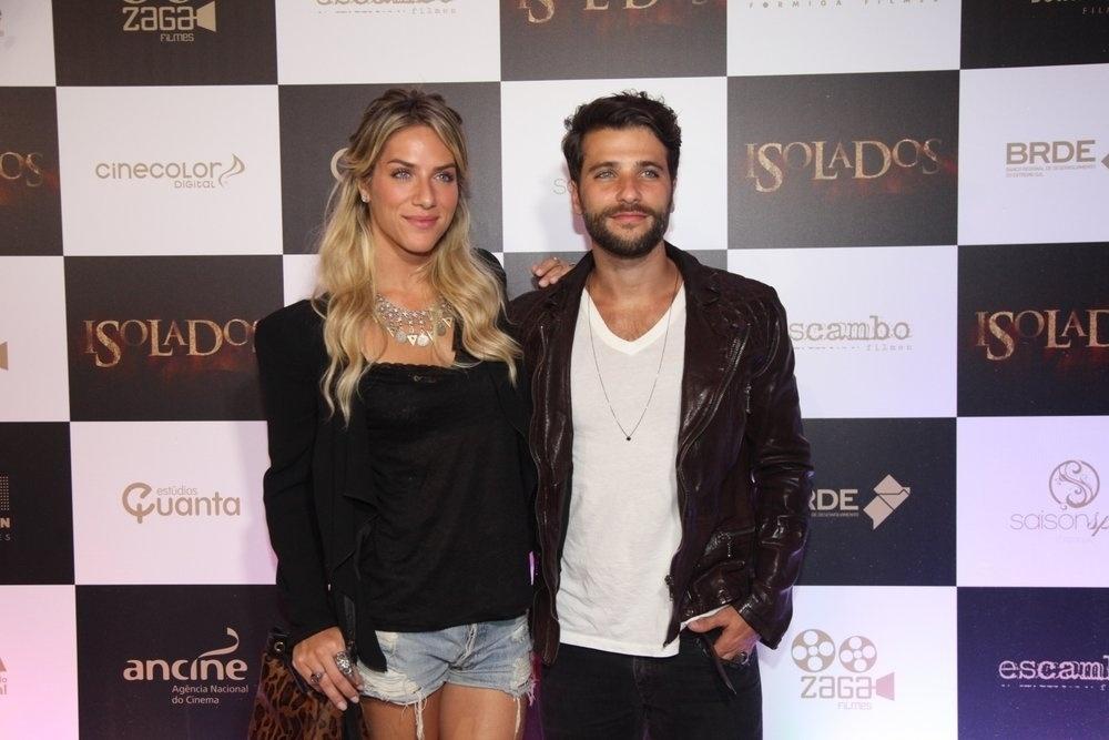 16.set.2014 - Bruno Gagliasso vai com a mulher, Giovanna Ewbank, à presença na pré-estreia do filme