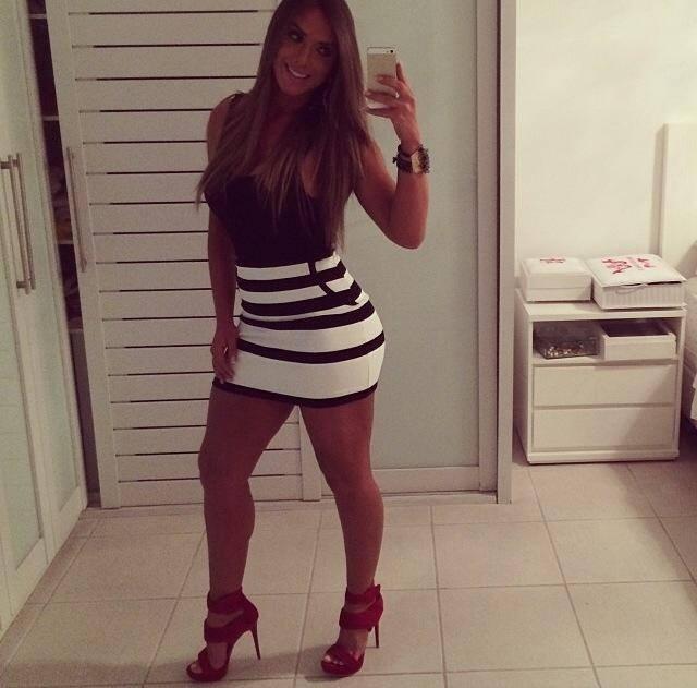 Nicole Bahls assume que não está mais solteira