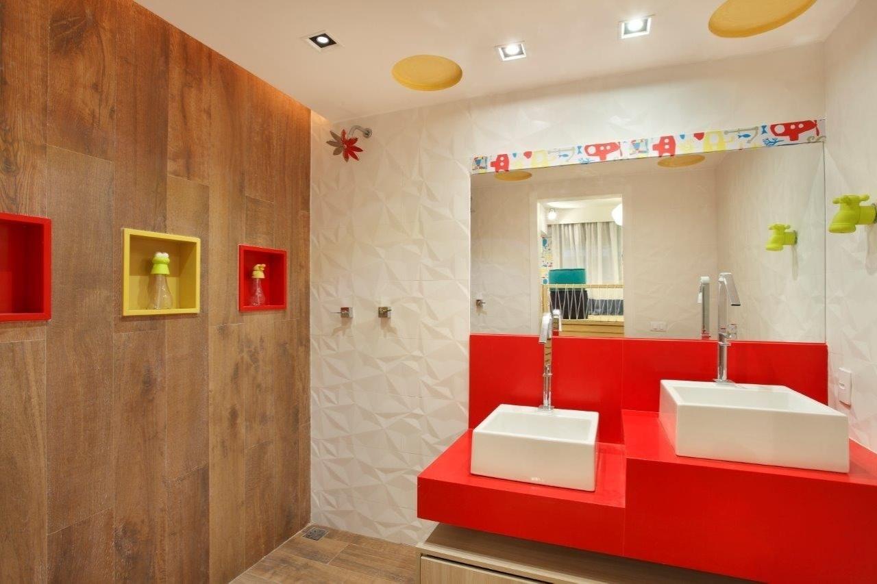 No Banheiro da Brinquedoteca Ana Cano Milman e Lavínia Jobim  #C0150B 1280x853 Ambiente Banheiro Decorado