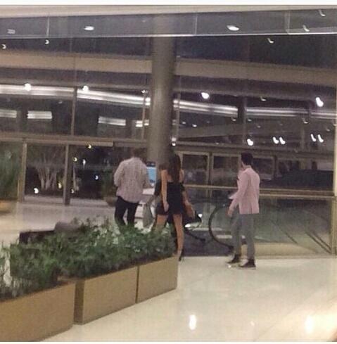 Bruna Marquezine e Luan Santana foram vistos juntos em um shopping em São Paulo na noite desta terça-feira (17)