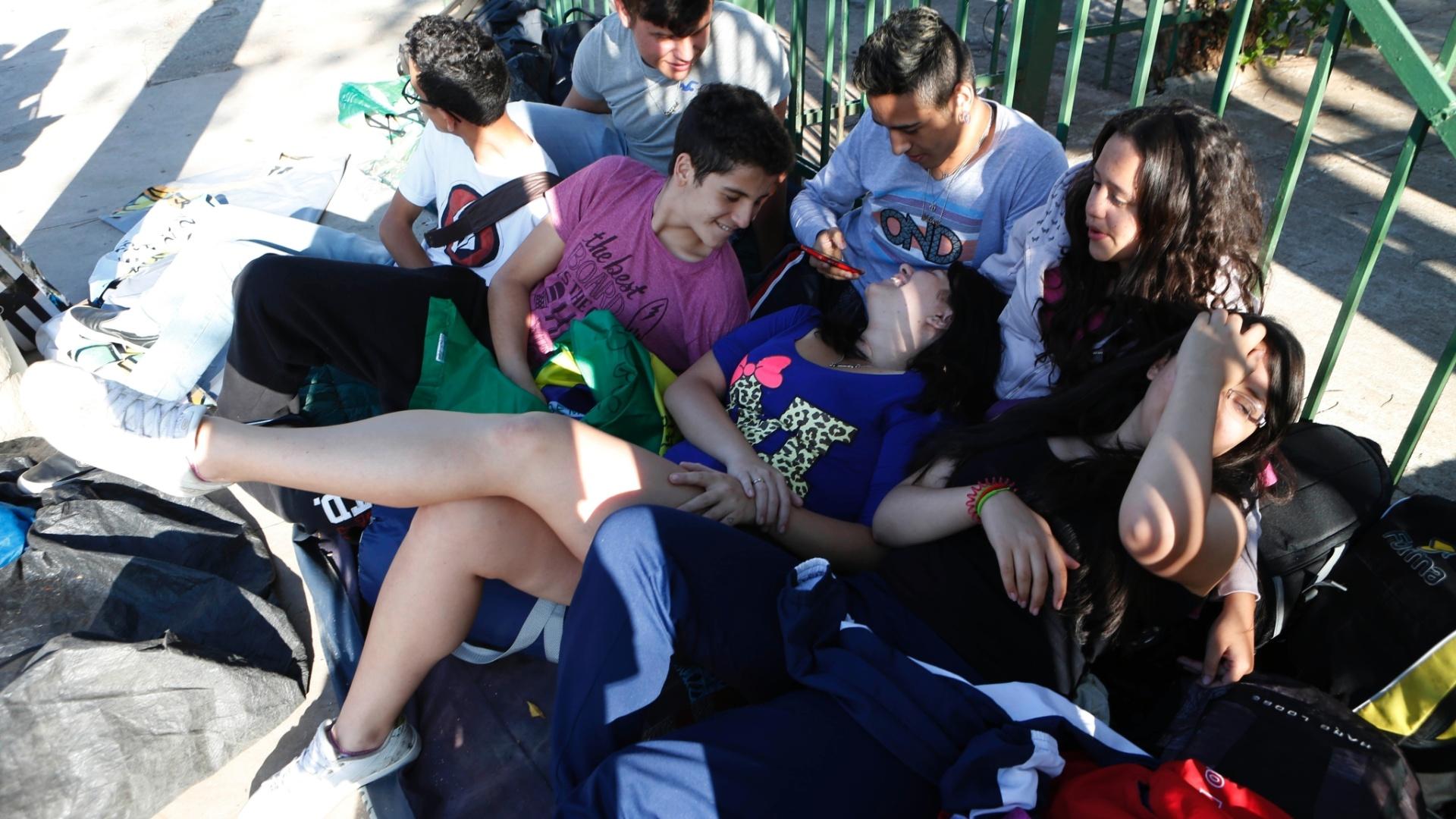 22.set.2014 - Fãs de Miley Cyrus estão na fila em frente ao Anhembi, em São Paulo, desde o dia 18 de agosto