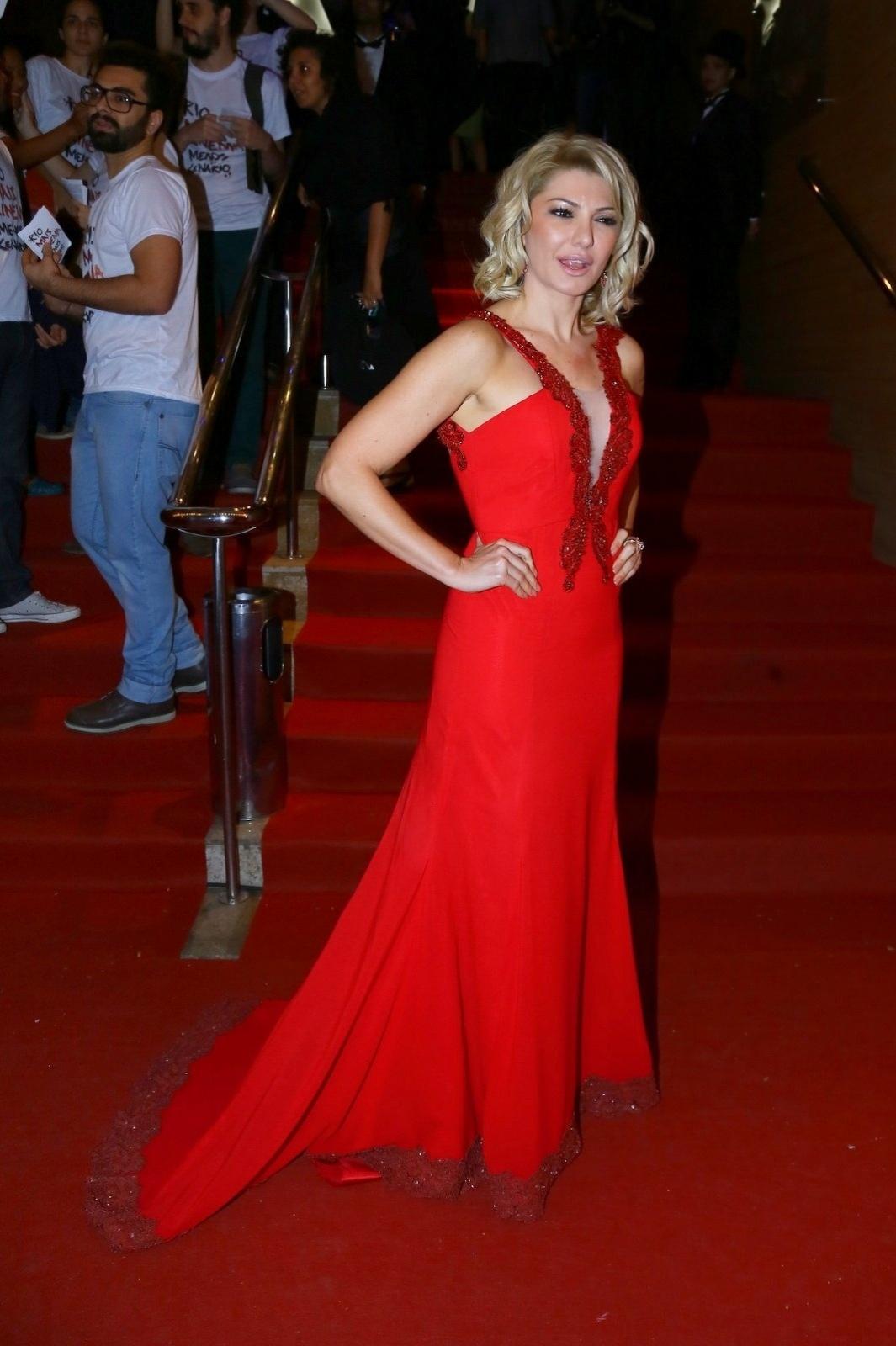 24.set.2014 - A atriz Antonia Fontenelle posa para fotos na abertura do Festival do Rio 2014. O evento vai até o dia 8 de outubro, com mais de 300 filmes na programação