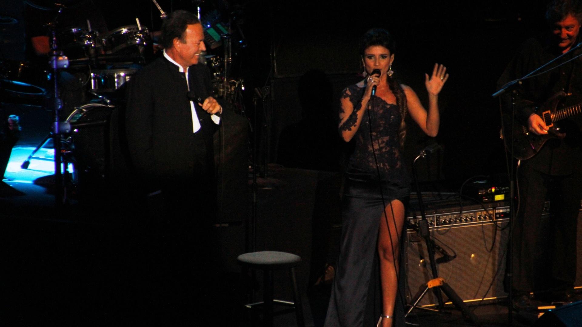 Paula Fernandes em participação especial no show de Julio Iglesias no Rio