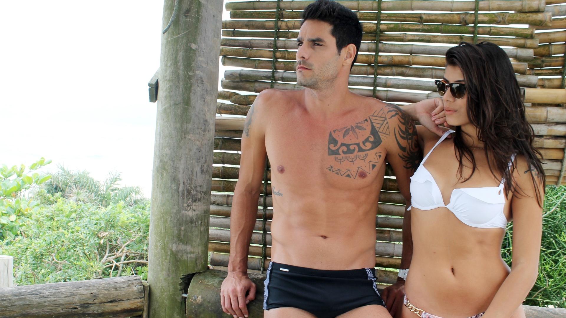 29.set.2014- O casal ex-BBB Diego Grossi e Franciele Almeida, que ganhou o apelido de FranGo pelos fãs, faz ensaio sensual na praia de Grumari, no Rio de Janeiro