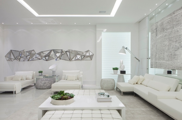 Sala Pequena Toda Branca ~ Living, assinado pelo arquiteto Max Mello, é quase monocromático