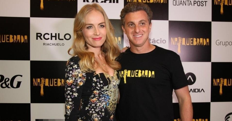 """4.out.2014 - Angélica e Luciano Huck prestigiam o irmão de Huck, Fernando Grostein Andrade, no lançamento do filme """"Na Quebrada"""", no Festival de Cinema do Rio"""