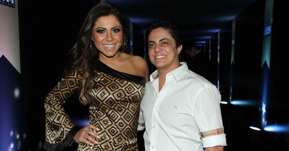 7.out.2014 - Thammy Miranda leva a namorada, Andressa Ferreira, à festa de 14 anos da revista