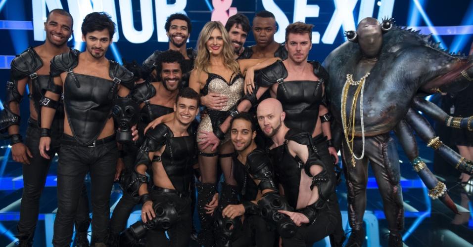 """8.out.2014 - Na estreia da oitava temporada de """"Amor & Sexo"""", Fernanda Lima faz número musical com bailarinos sarados"""