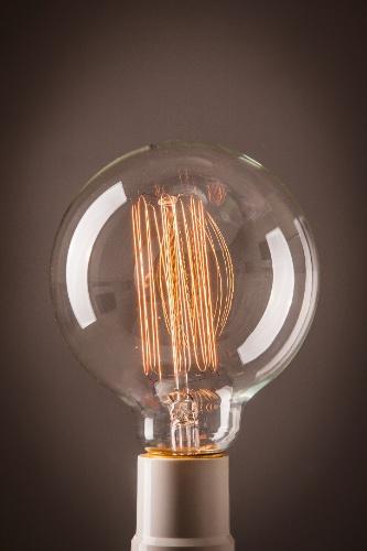 decoracao lampadas led : decoracao lampadas led:lâmpada com filamento de carbono tem efeito decorativo quando acesa