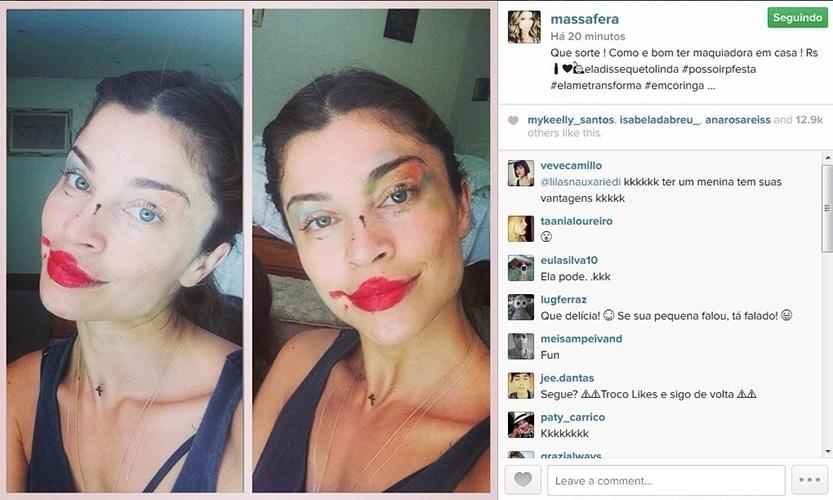 16.out.2014 - Grazi Massafera mostra maquiagem borrada feita pela filha, Sofia.