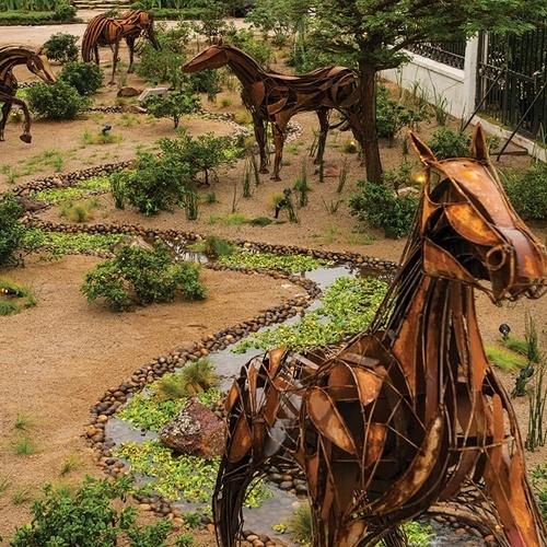 Inspirado nos cavalos do Club Hípico de Santiago (local onde acontece a mostra), o jardim