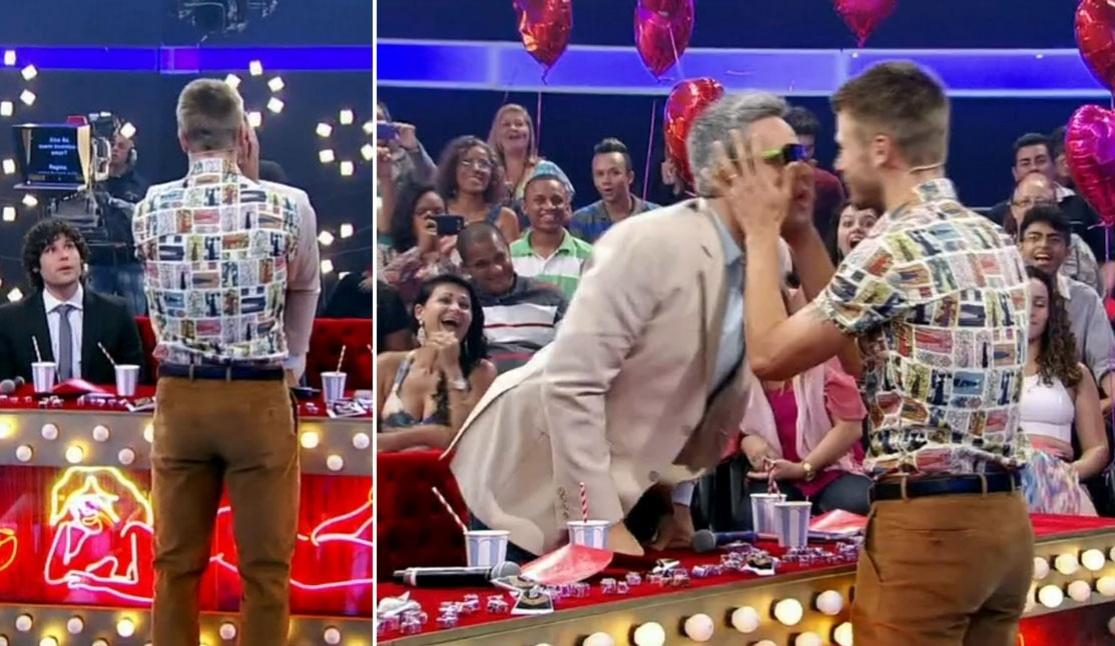 Otaviano Costa e Rodrigo Hilbert se beijam no palco do