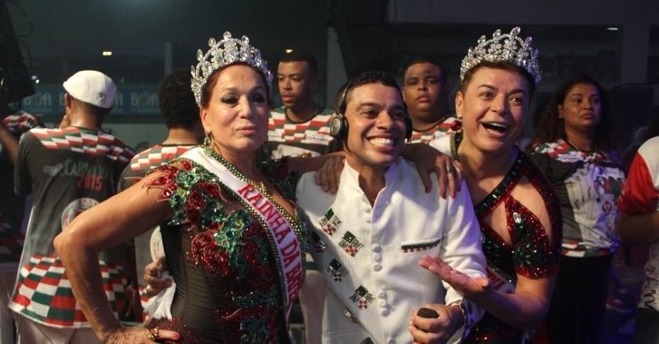 17.out.2014 - Susana Vieira e David Brazil são coroados na quadra da escola de samba Grande Rio, no centro de Duque de Caxias, na Baixada Fluminense, nesta sexta-feira