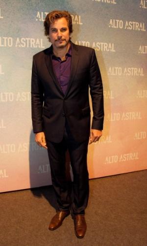18.out.2014 - Edson Celulari comparece à festa de lançamento de ...