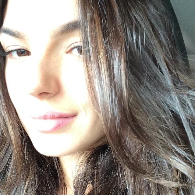 22.out.2014- Isis Valverde publicou uma foto com pouca maquiagem no final desta quarta-feira (22) logo após as gravações de