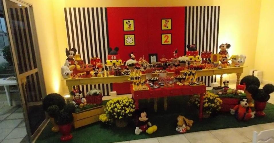 decoracao de festa infantil azul e amarelo:tema escolhido para a festa dos irmãos Pedro e Isabela foi o Mickey e
