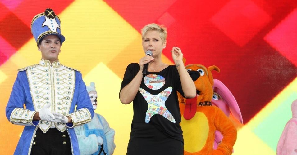 28.out.2014 - Xuxa organiza festa de comemoração dos 25 anos da Fundação Xuxa Meneghel, no Rio de Janeiro