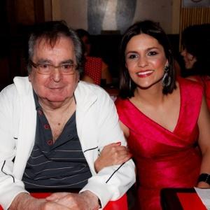 http://imguol.com/c/entretenimento/2014/10/29/29out2014---benedito-ruy-barbosa-e-paula-barbosa-no-lancamento-de-clipe-da-atriz-e-cantora-em-sao-paulo-1414606409318_300x300.jpg