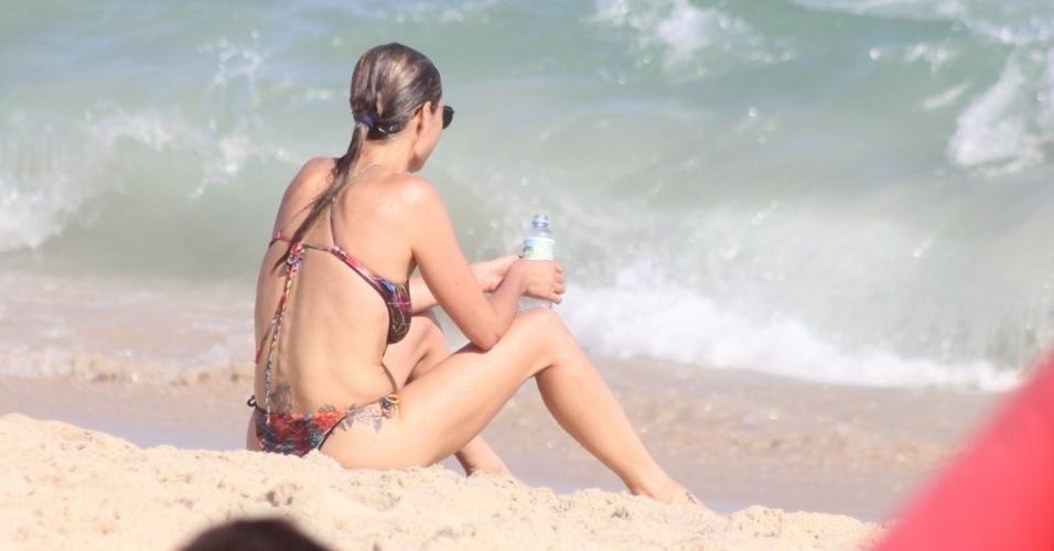 """2.nov.2014- Apresentadora do """"Amor & Sexo"""", Fernanda Lima observa o mar do Leblon, na zona sul do Rio"""
