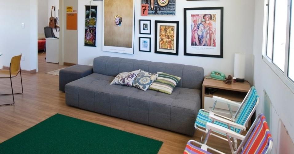 Ideias Para Sala De Estar Baratas ~ Na sala de estar, no lugar de poltronas tradicionais, duas cadeiras de