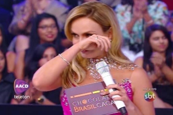 8.nov.2014 - Eliana chora ao ouvir Daniel cantar a música