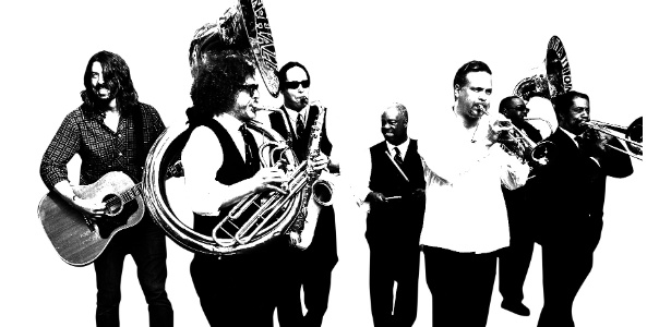 """Guitarrista e vocalista da banda Foo Fighters, Dave Grohl aparece com o Preservation Jazz Band, de New Orleans, na série """"Sonic Highways"""". Aventura musical decepciona no álbum"""