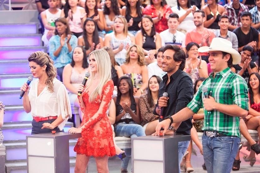 No palco da atração, Kelly Key, Bárbara Evans e a dupla Guilherme & Santiago participam da estreia de