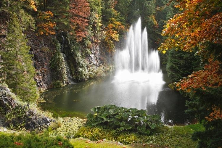 (Canadá) É considerado um dos mais bonitos do mundo Ao longo do