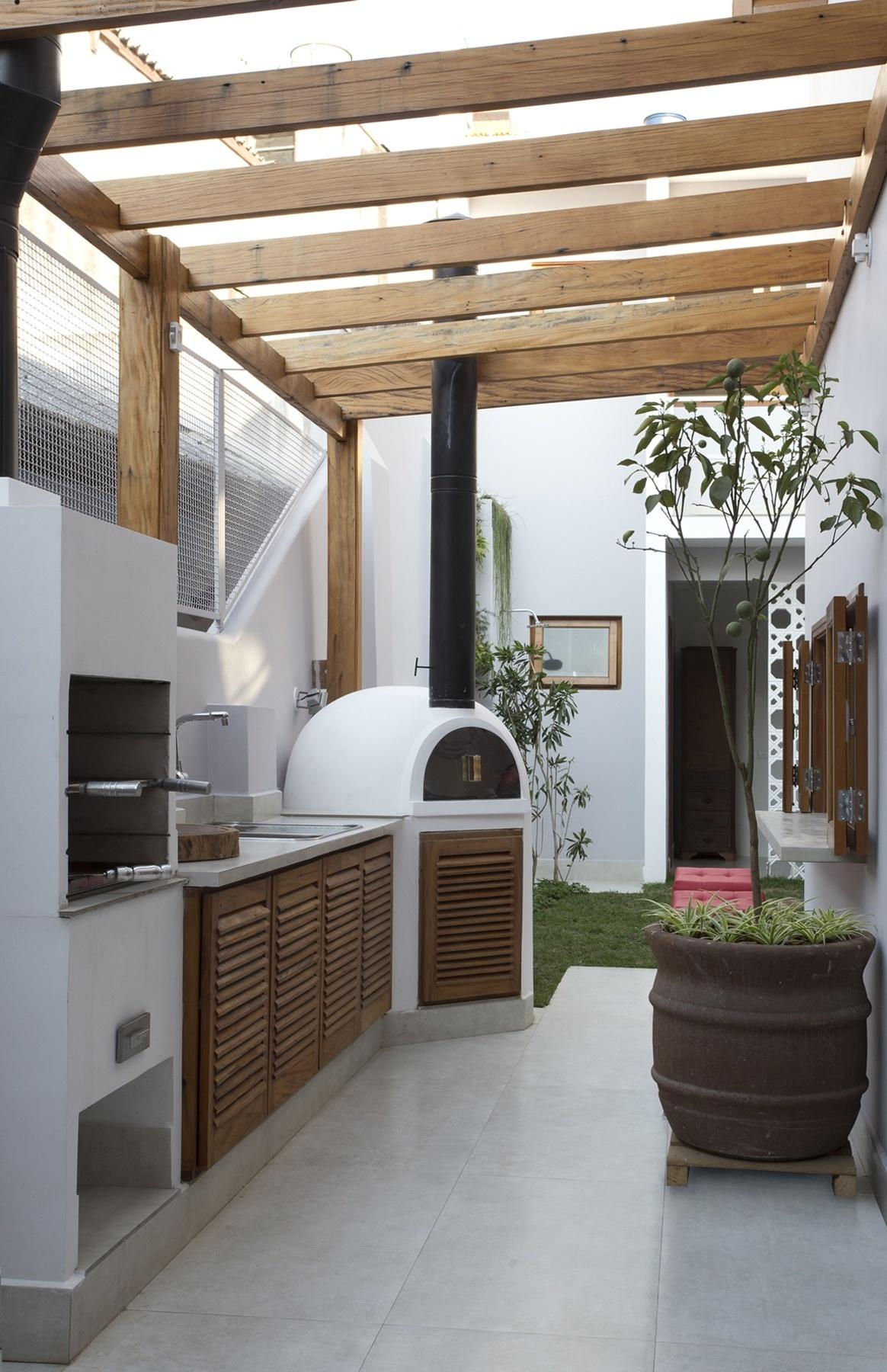 lavanderia e parte do corredor lateral e é usado para o lazer e  #836B48 1164 1800