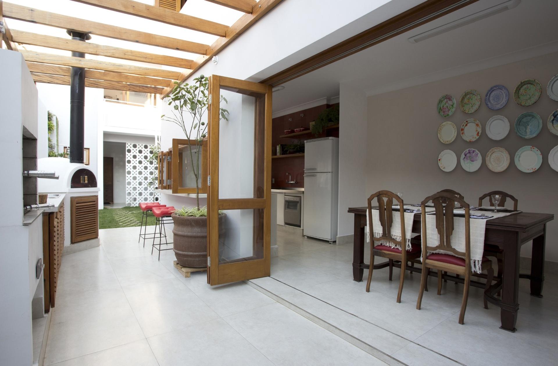 cozinha integrada churrasqueira a gourmet foi projetada #91663A 1920 1259