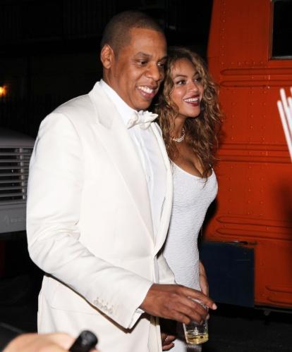 16.nov.2014 - Beyoncé e o marido, Jay-Z, curtem a festa de casamento de Solange, irmã da cantora. A cerimônia aconteceu em Nova Orleans