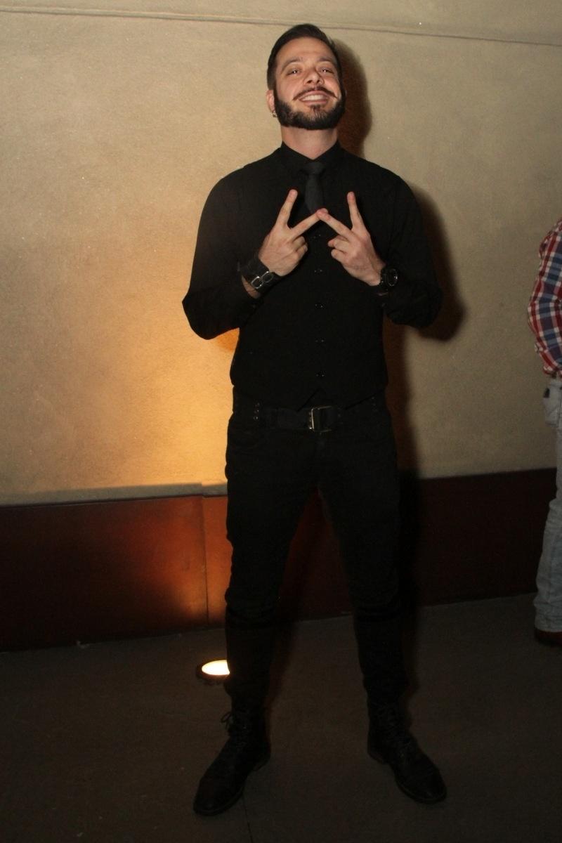 21.nov.2014 - O ex-BBB Max Porto também estava entre os convidados da festa