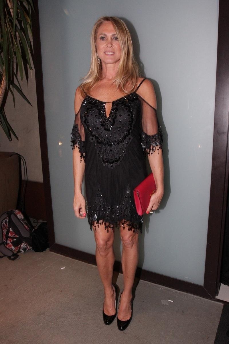 21.nov.2014 - A ex-atleta Hortência comparece à festa de casamento de Rodrigo Scarpa, o