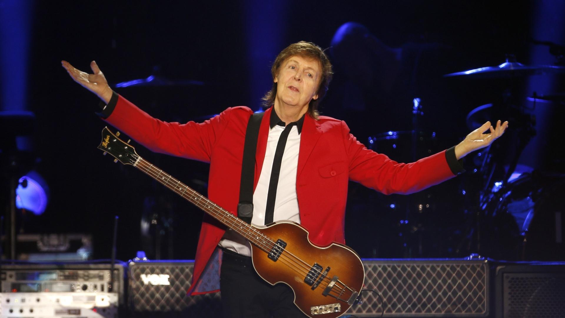 23.nov.2014 - Em seu terceiro show da turnê Out There no Brasil, Paul McCartney apresenta no Estádio Mané Garrincha, em Brasília sucessos dos Beatles, como