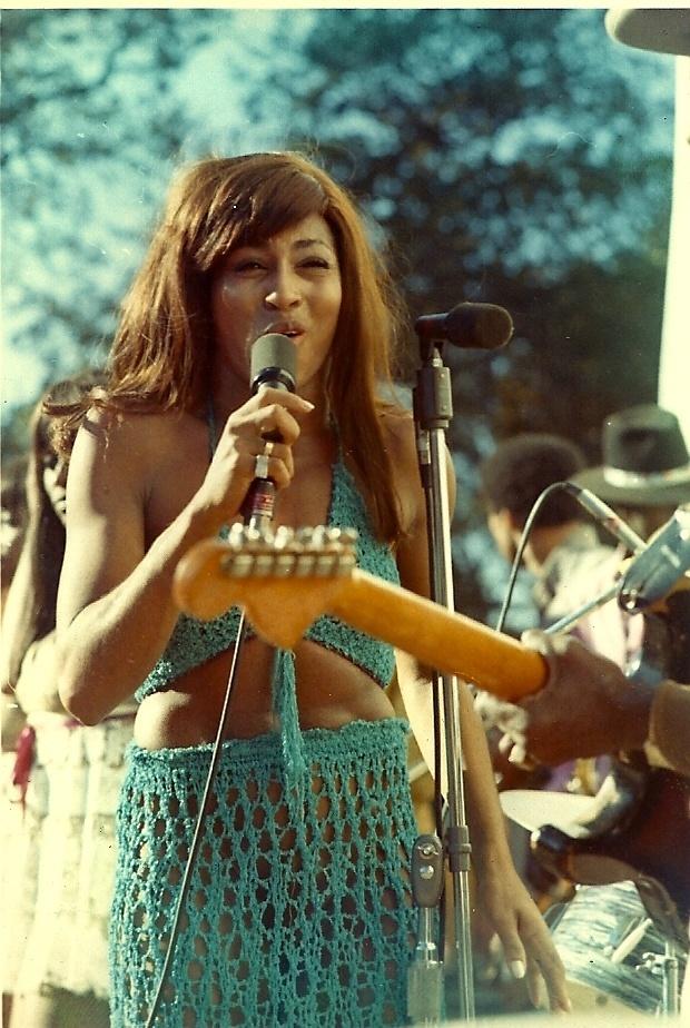 Tina Turner, durante apresentação com Ike Turner no Lake Amador Gold Rush Festival, na Califórnia, em 1969