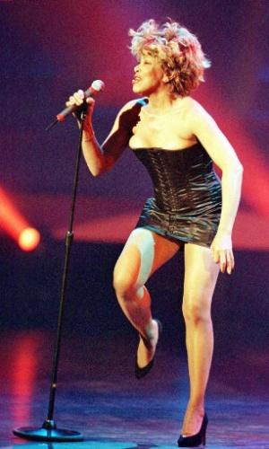 Tina Turner durante performance em Hamburgo, Alemanha, em 1996