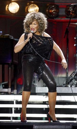 Tina Turner durante show em Viena, na Áustria, durante a sua turnê de 50 anos de carreira: