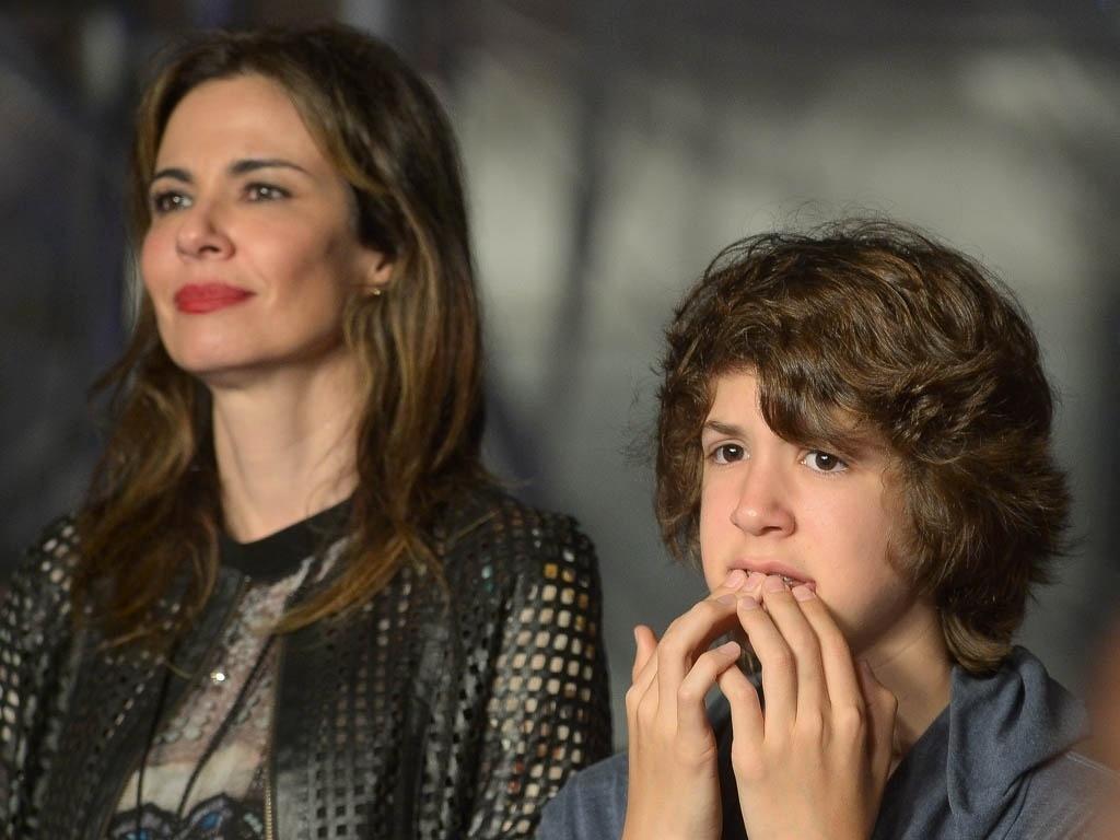 26.nov.2014 - A apresentadora Luciana Gimenez e o filho Lucas Jagger marcam presença no show de Paul McCartney na noite desta quarta-feira, no Allianz Parque, na zona oeste da capital