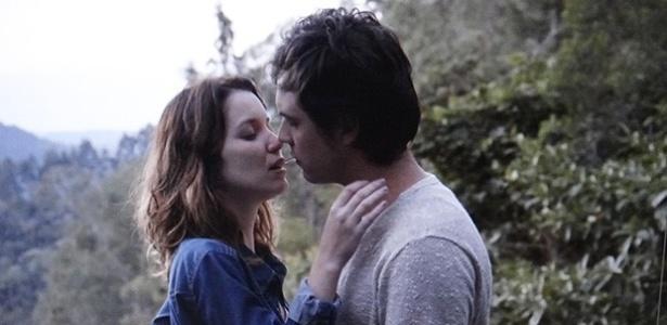 """Laura (Nathalia Dill) e Caíque (Sergio Guizé) finalmente se encontram em """"Alto Astral"""""""