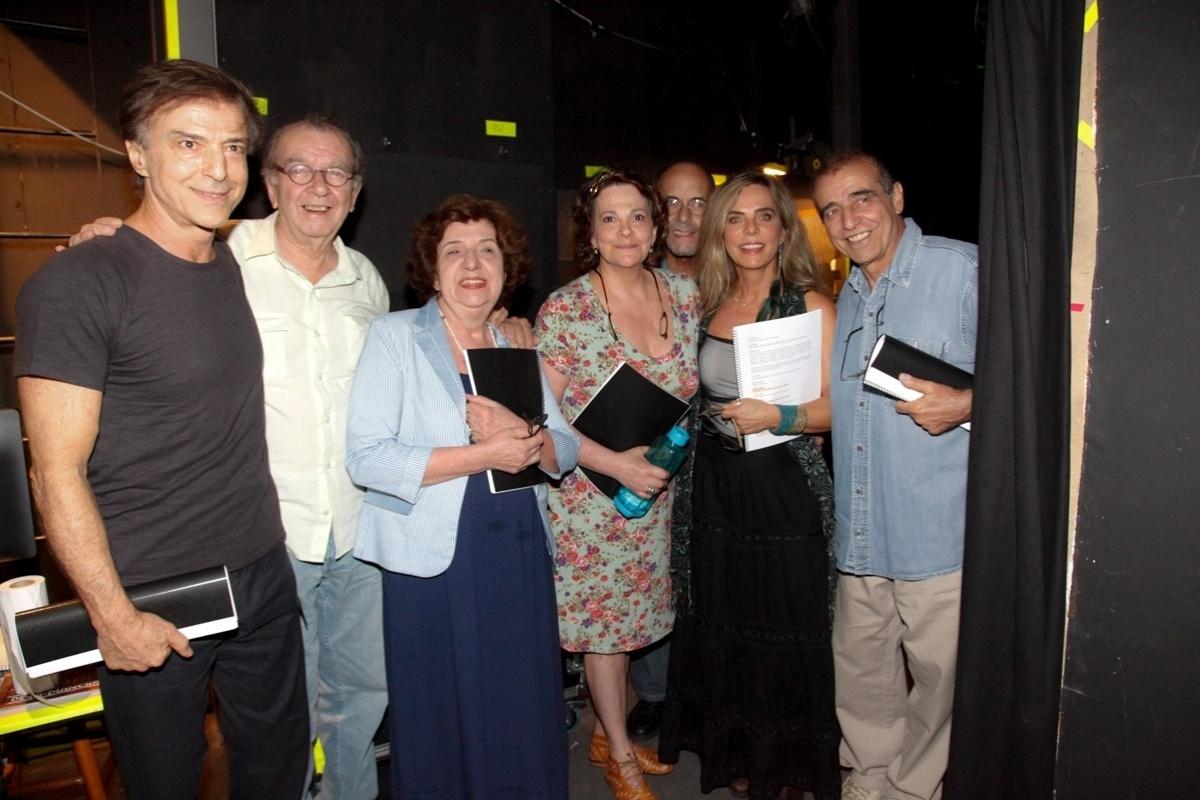 8.dez.2014 - Atores se reúnem para a leitura da peça