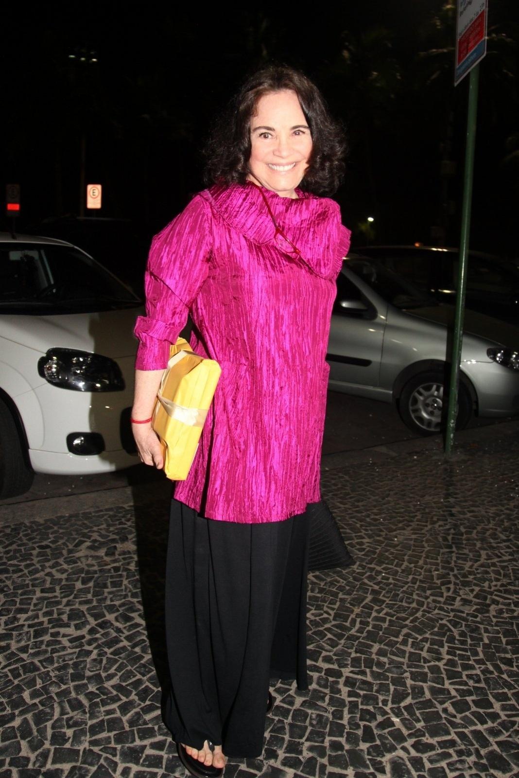8.dez.2014 - Regina Duarte marca presença na comemoração de 79 anos de Boni que reuniu vários famosos em um restaurante em Copacabana, na zona sul do Rio de Janeiro, nesta segunda-feira