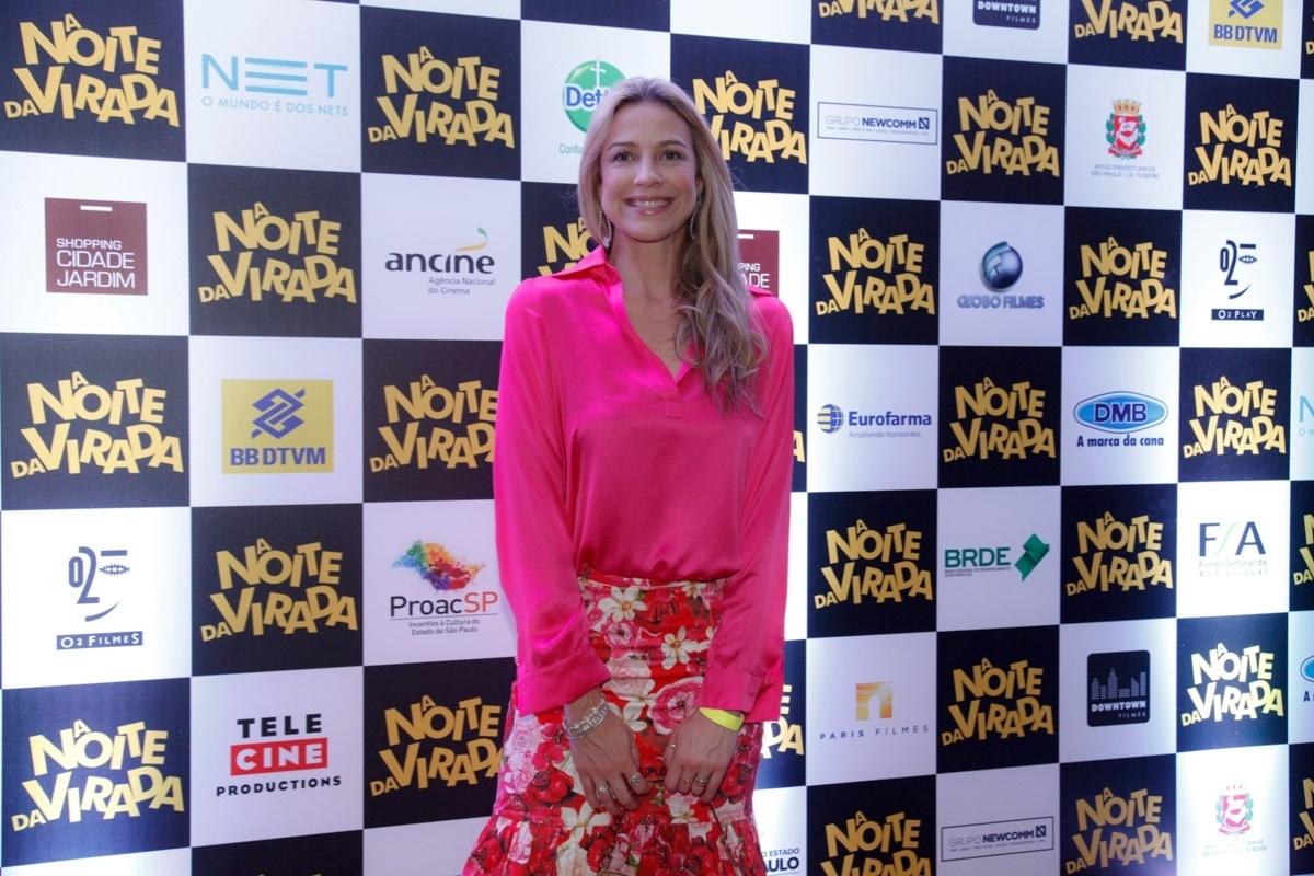 09.dez.2014 - Luana Piovani posa sorridente na pré-estreia do filme