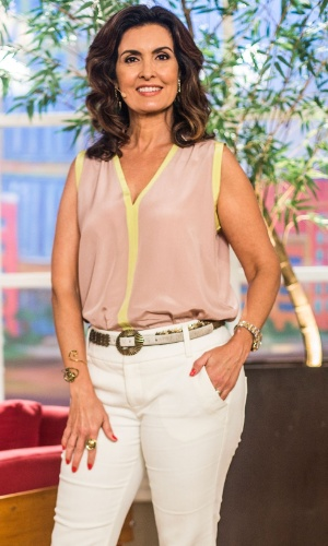 Fátima Bernardes no cenário de seu programa na Globo