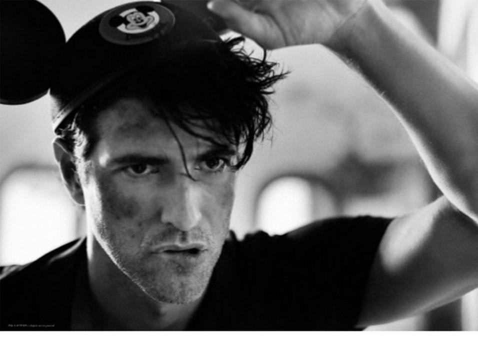 10.dez.2014 - Reynaldo Gianecchini faz ensaio fotográfico todo sujo e mostra o resultado em sua conta do Instagram